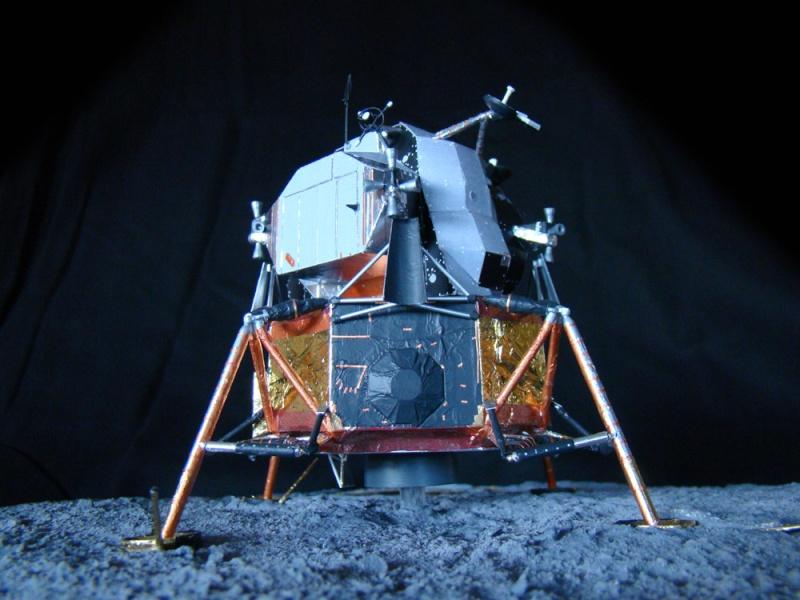 Recherche maquette module lunaire 1/48eme montée - Page 3 Dsc07529