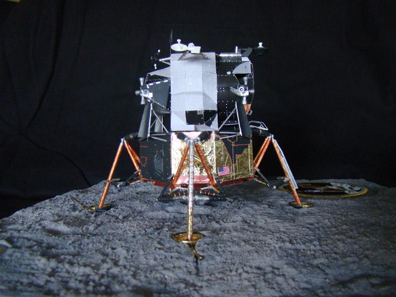Recherche maquette module lunaire 1/48eme montée - Page 3 Dsc07531