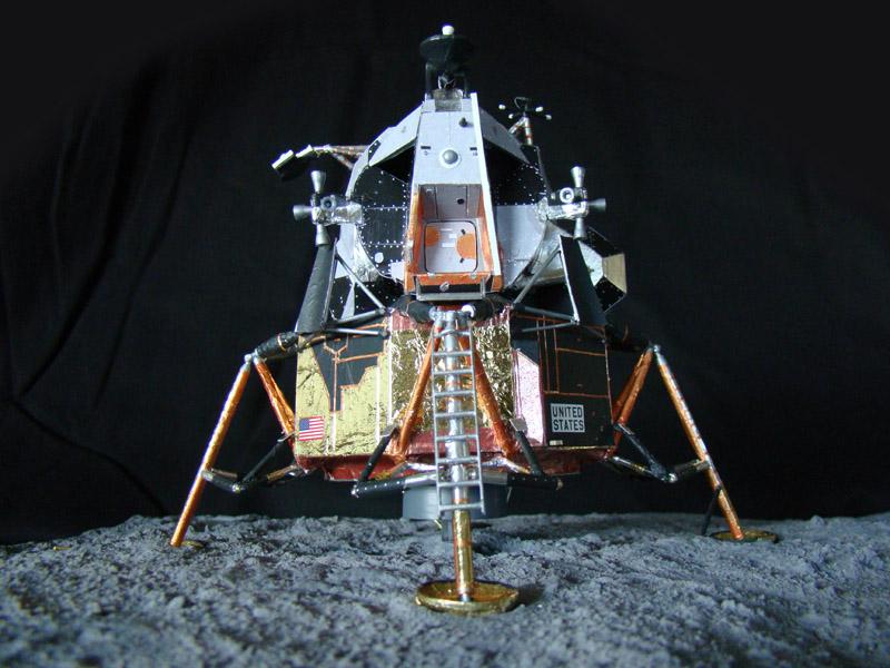 Recherche maquette module lunaire 1/48eme montée - Page 3 Dsc07532