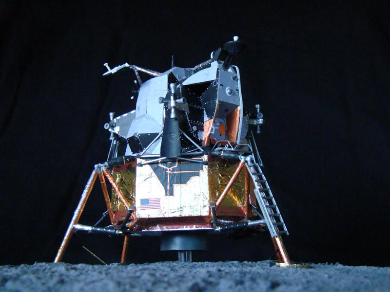 Recherche maquette module lunaire 1/48eme montée - Page 3 Dsc07533