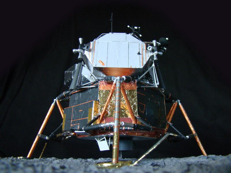 Recherche maquette module lunaire 1/48eme montée - Page 3 Dsc07534
