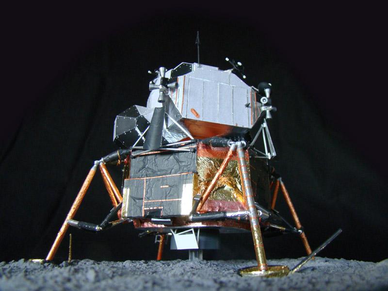 Recherche maquette module lunaire 1/48eme montée - Page 3 Dsc07535