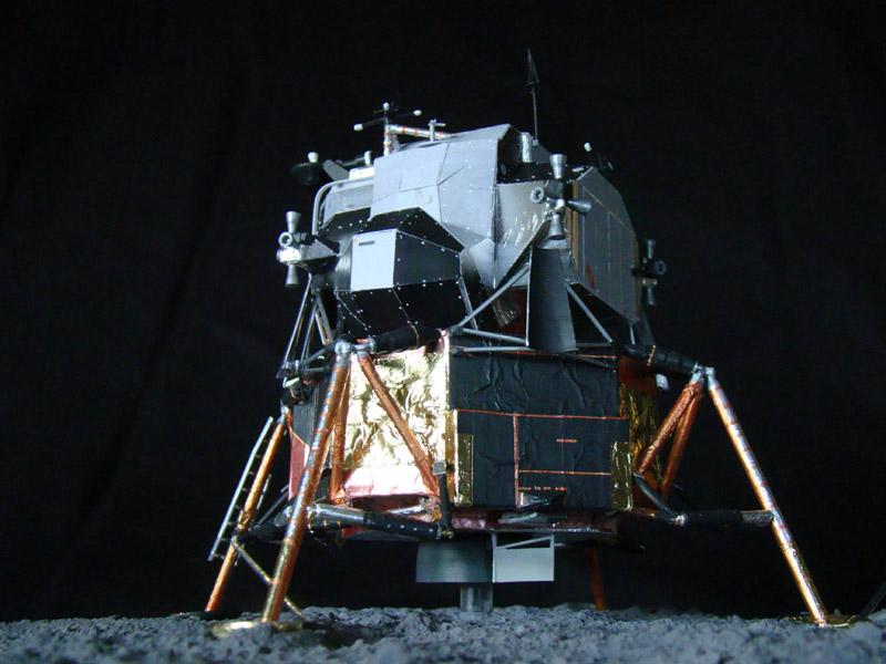 Recherche maquette module lunaire 1/48eme montée - Page 3 Dsc07537