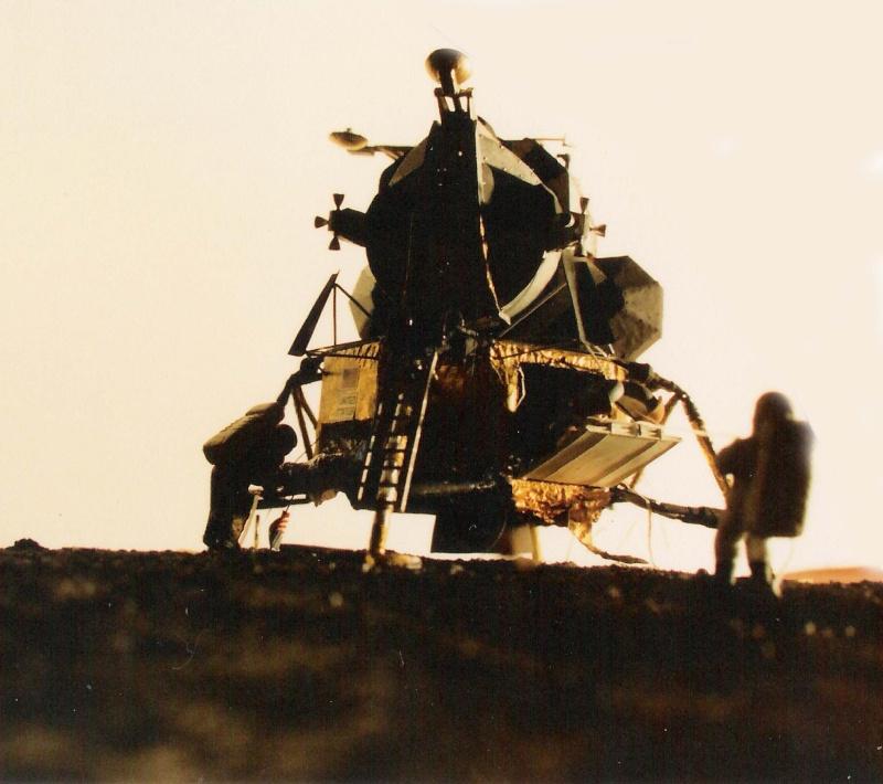 Recherche maquette module lunaire 1/48eme montée Lm10