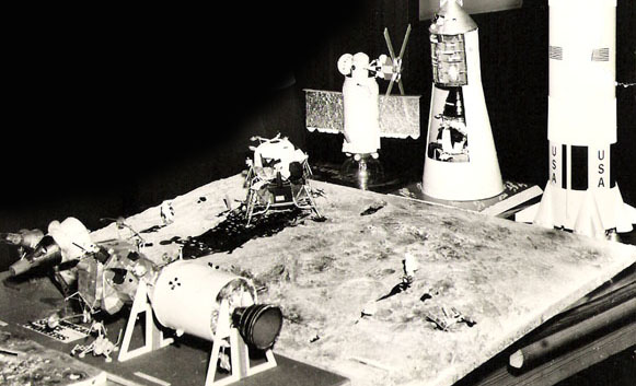 REVELL 1/8 Apollo Astronaut on the Moon - Page 2 Maquet10