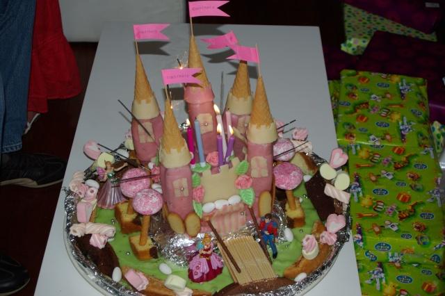 voici la photo du gâteau rigolo ....; Imgp4510