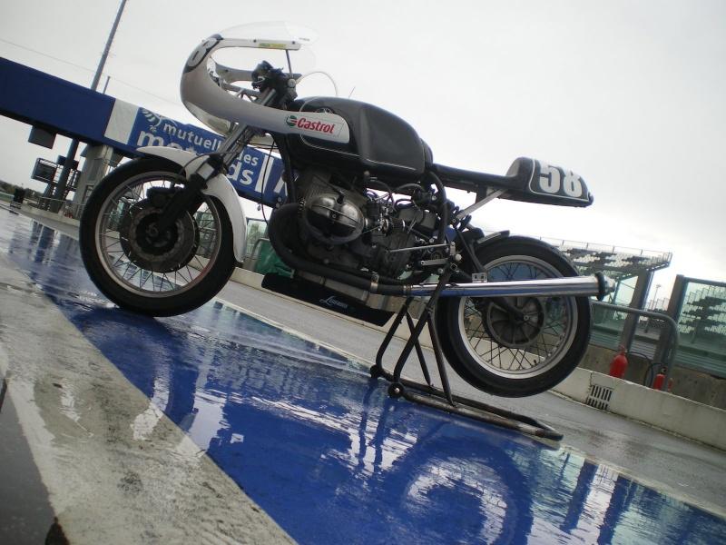 C'est ici qu'on met les bien molles....BMW Café Racer Bm210