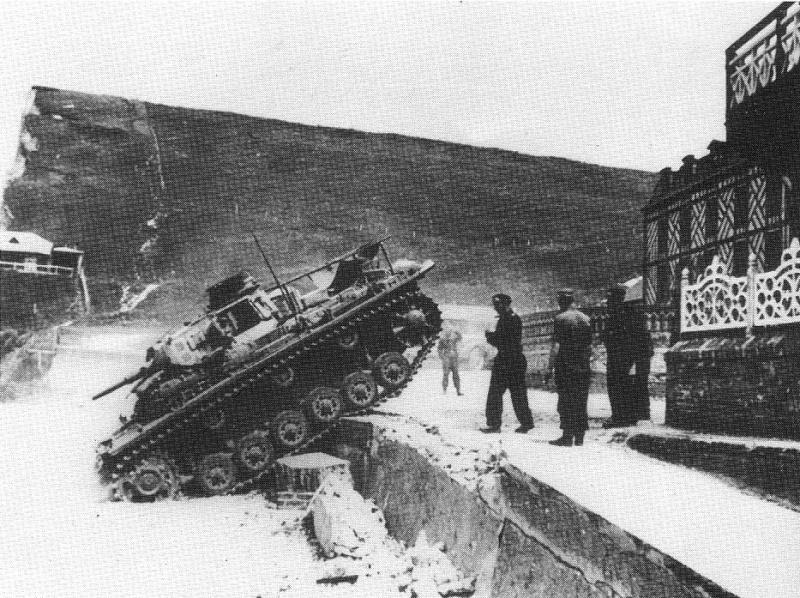 Panzerbefehlswagen III Ausf E de Rommel? Rommel12