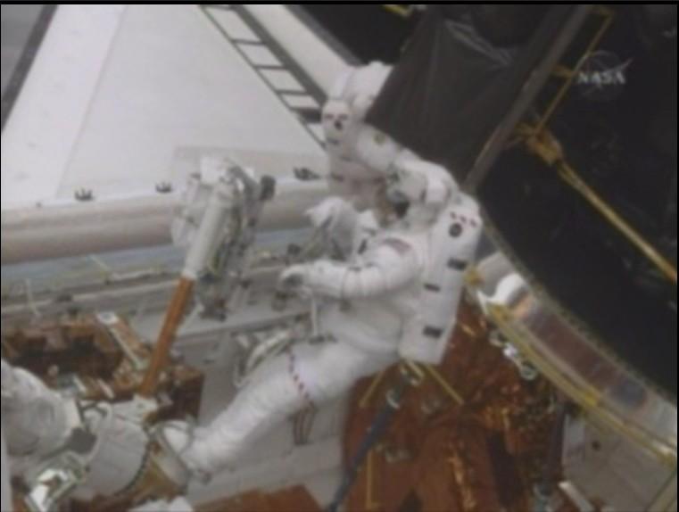 [STS-125] EVA - 2 Astrau10