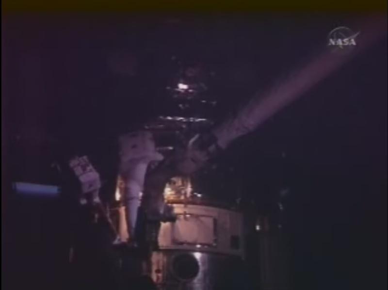 [STS-125] EVA - 2 - Page 2 Astrau11