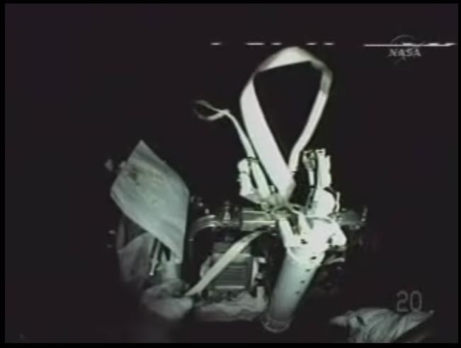 [STS-125] EVA - 2 - Page 2 Caisse10