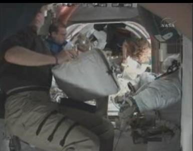 [STS-131 / ISS19A] Discovery : déroulement de la mission - Page 12 Sans_t39