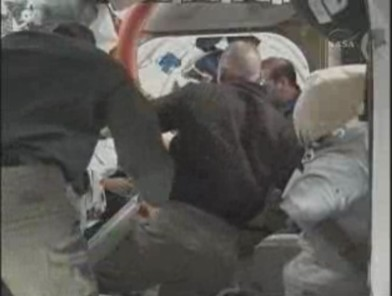 [STS-131 / ISS19A] Discovery : déroulement de la mission - Page 12 Sans_t43