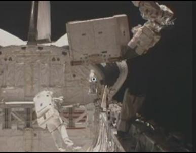 [STS-131] Discovery : EVA 3 Anderson & Mastracchio Sans_t48