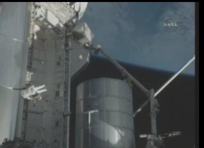 [STS-131] Discovery : EVA 3 Anderson & Mastracchio Sans_t50