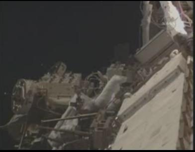 [STS-131] Discovery : EVA 3 Anderson & Mastracchio Sans_t55