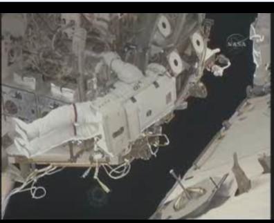 [STS-131] Discovery : EVA 3 Anderson & Mastracchio Sans_t57