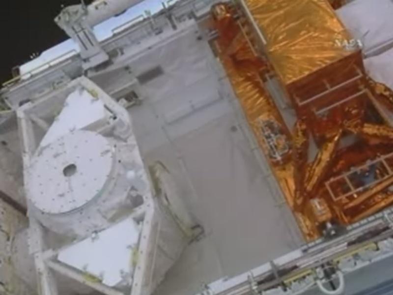 [STS-125] Atlantis : la mission - Page 8 Soute_11