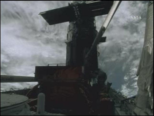 [STS-125] EVA - 4 - Page 4 Soute_12