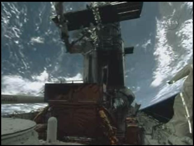 [STS-125] EVA - 4 - Page 4 Soute_13