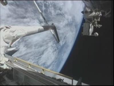 [STS-131 / ISS19A] Discovery : déroulement de la mission - Page 13 Soute_15