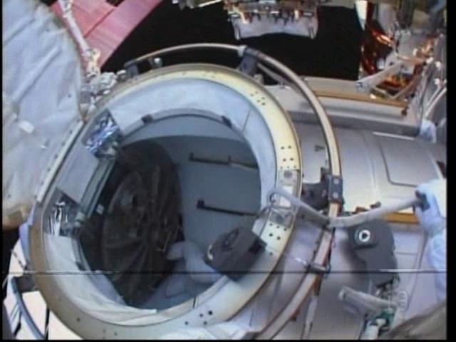 [STS-133] Discovery: Déroulement de la mission. - Page 5 Vlcsn111