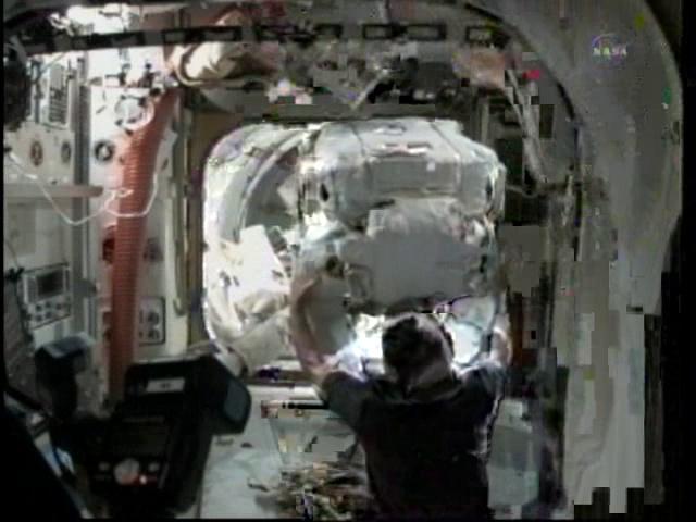 [STS-133] Discovery: Déroulement de la mission. - Page 5 Vlcsn115