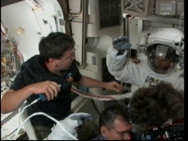 [STS-133] Discovery: Déroulement de la mission. - Page 5 Vlcsn116