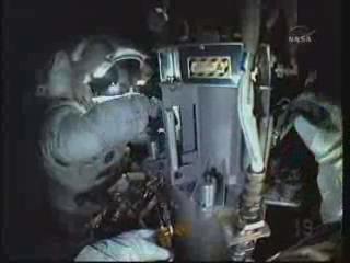 [STS-132] Atlantis : EVA 2, Steve Bowen et Mike Good. Vlcsna10