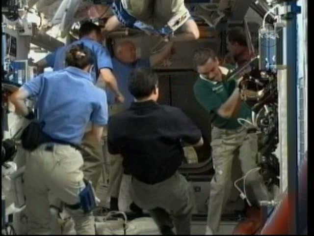 [STS-131 / ISS19A] Discovery : déroulement de la mission - Page 18 Vlcsna15