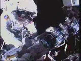 [STS-132] Atlantis : EVA 2, Steve Bowen et Mike Good. Vlcsna16