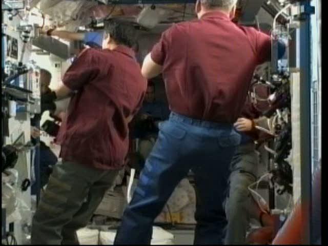 [STS-131 / ISS19A] Discovery : déroulement de la mission - Page 18 Vlcsna17