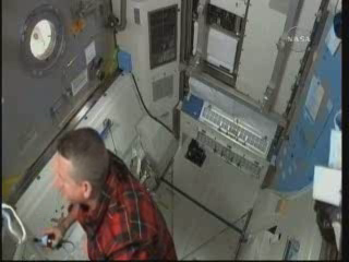 [STS-132] Atlantis : EVA 2, Steve Bowen et Mike Good. Vlcsna21