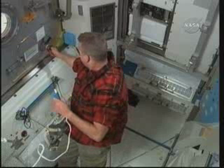 [STS-132] Atlantis : EVA 2, Steve Bowen et Mike Good. Vlcsna22