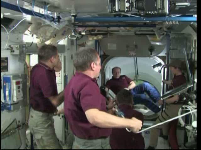 [STS-131 / ISS19A] Discovery : déroulement de la mission - Page 19 Vlcsna24