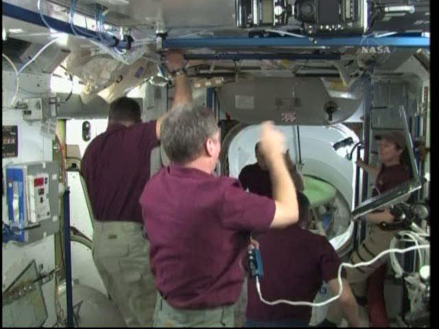 [STS-131 / ISS19A] Discovery : déroulement de la mission - Page 19 Vlcsna25