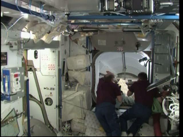 [STS-131 / ISS19A] Discovery : déroulement de la mission - Page 19 Vlcsna29