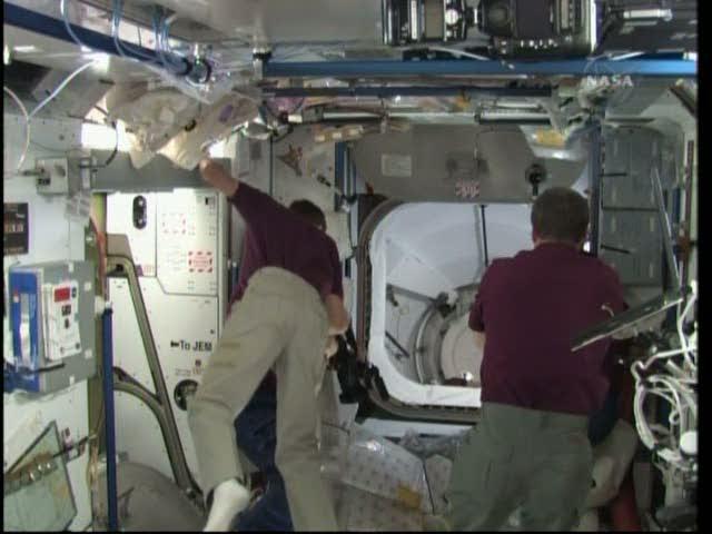 [STS-131 / ISS19A] Discovery : déroulement de la mission - Page 19 Vlcsna30