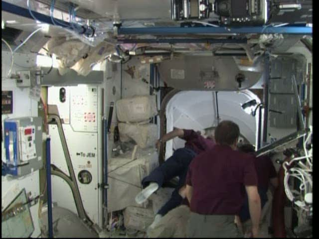 [STS-131 / ISS19A] Discovery : déroulement de la mission - Page 19 Vlcsna31