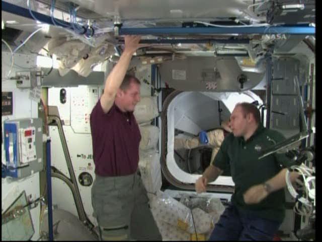 [STS-131 / ISS19A] Discovery : déroulement de la mission - Page 19 Vlcsna33