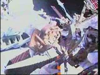 [STS-132] Atlantis : EVA 2, Steve Bowen et Mike Good. Vlcsna90