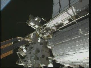 [STS-132] Atlantis : EVA 2, Steve Bowen et Mike Good. Vlcsna94