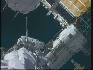 [STS-132] Atlantis : EVA 2, Steve Bowen et Mike Good. Vlcsna95