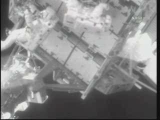 [STS-132] Atlantis : EVA 2, Steve Bowen et Mike Good. Vlcsna97