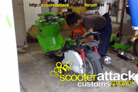 scooter-attack customs sarawak Boy11010
