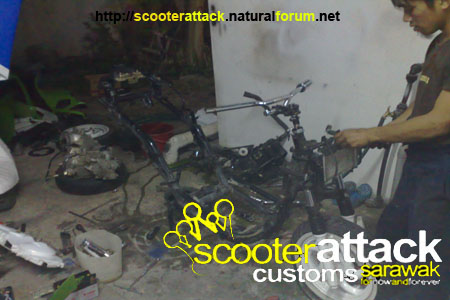 scooter-attack customs sarawak Boy21010
