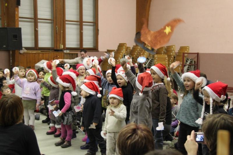 Fête de Noël des écoles de Wangen le 10 décembre 2010 Img_0712