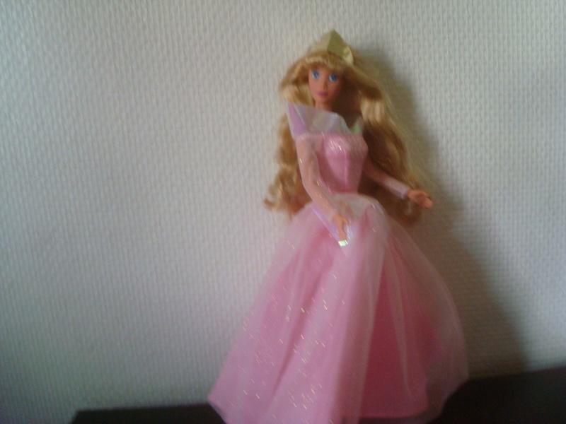 Ma collection des poupées des films de DISNEY - Page 2 Dsc03218