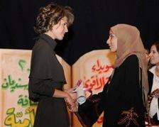 أسماء الأسد تحتفل مع أهل السويداء في إعلانها محافظة خالية من الأمية Asma_e10