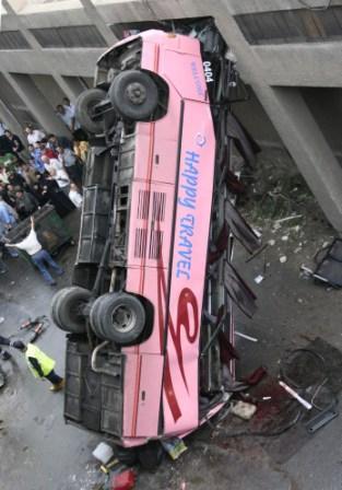 وفاة راكبين وإصابة سبعة بسقوط شبه بولمان من على جسر بطريق المتحلق الجنوبي Mouhal11